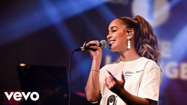Jorja Smith stuns on BBC Radio 1 Live Lounge