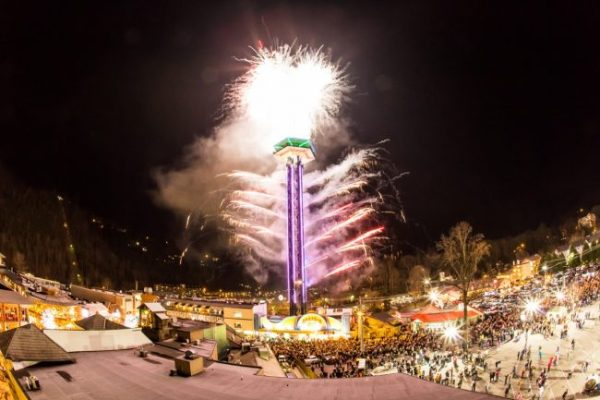 pictures from the top of the Smokies, pictures of deer in the Smoky Mountains, pictures of mist Smoky Mountains, Smoky Mountain attraction pics, Smoky Mountain deer pictures, Smoky Mountain snow pictures, Smoky Mountain winter pictures, Smoky Mountain Winterfest