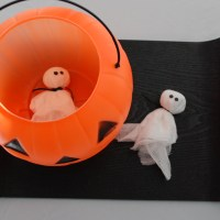 Easy DIY: Bean Bag Ghosts