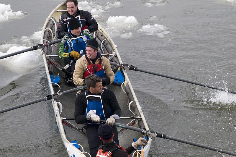 canoe-team-up-close