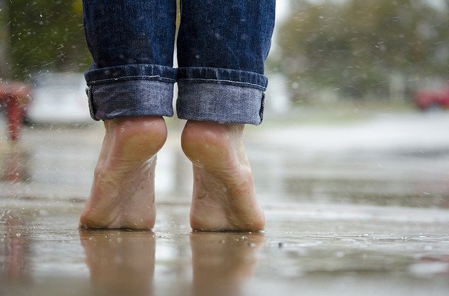 Barefoot-Rainy-day
