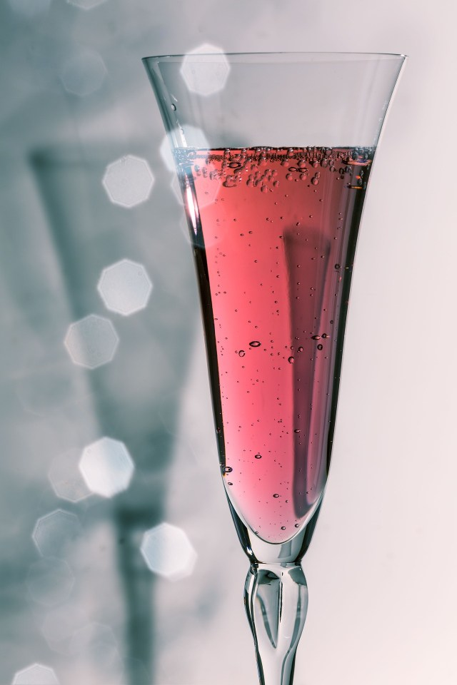 Red_sparkling_wine_glass