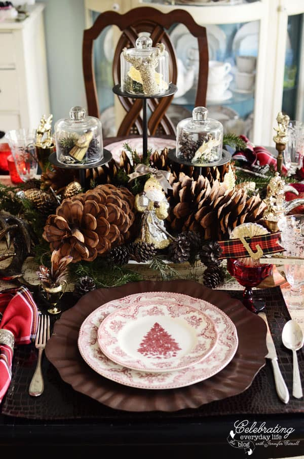 Christmas Table Placesetting & Christmas Table Setting