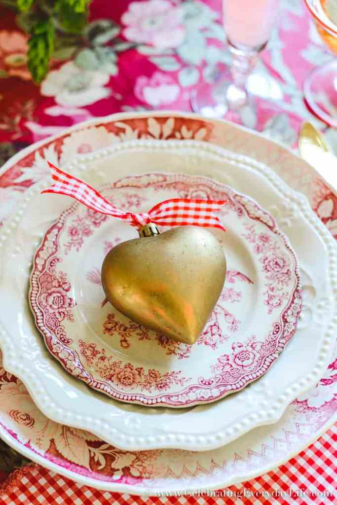 DIY Gold Heart Craft, DIY Gold Heart Ornament, DIY Gold Heart Craft, How to Host a Fantastic Galentine's Day Party, How to Host a Fantastic Valentine's Day party, Valentine Party Tips, Valentine Party Ideas, Tips to host the best ever Valentine's Day party!, Tips to host the best ever Galentine's Day party!, What is a Galentine's Day Party? 11 tips to make your Galentine's Day/Valentine's Day party your best party this year!