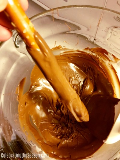 Dip the pretzels in chocolate.