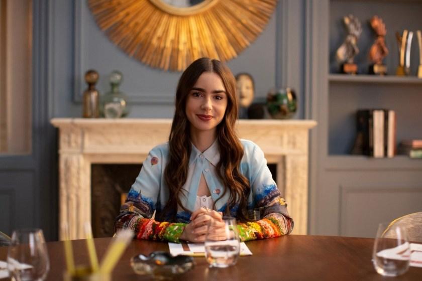 El creador de Emily in Paris habla de qué esperar en la segunda temporada.