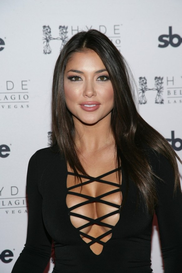 Arianny-Celeste-Cleavage-2