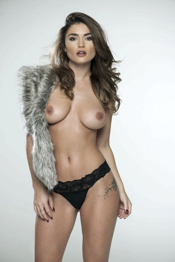 India-Reynolds-Sexy-Topless-2