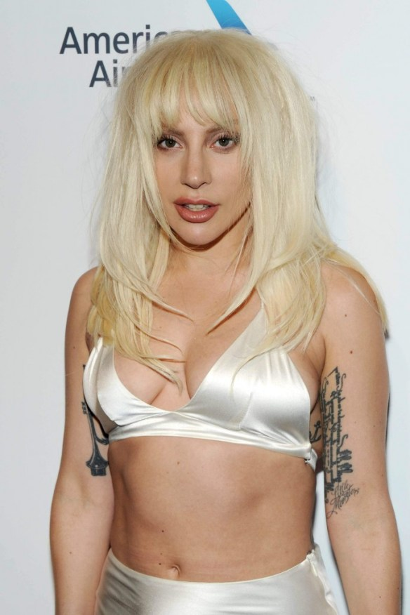 Lady-Gaga-Cleavage-12