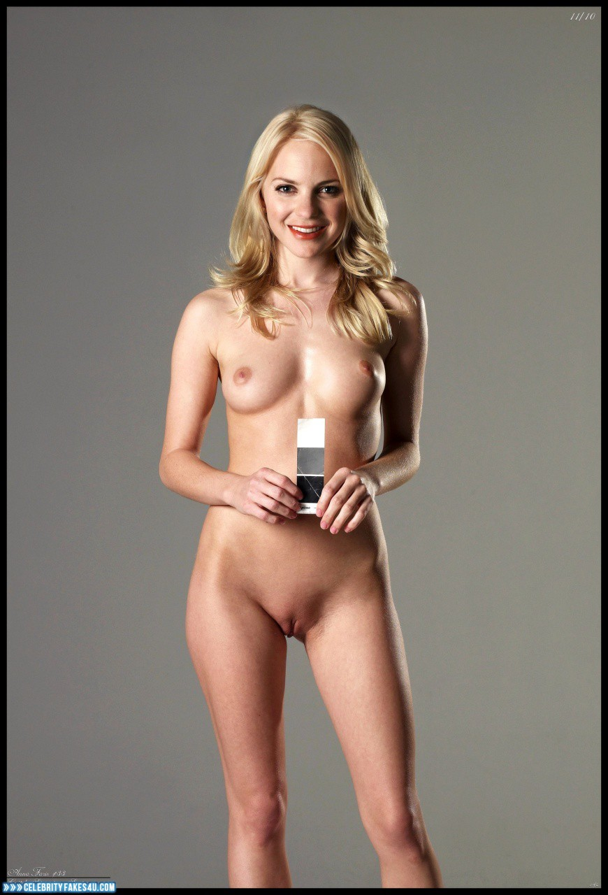 Anna faris is completely naked