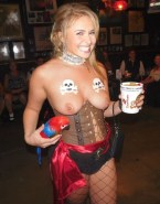 Hayden Panettiere Stockings Tits 002