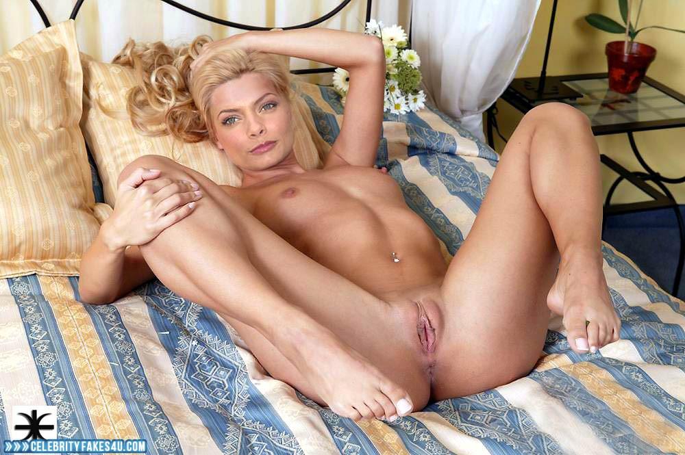 Naked pussy mom exercising