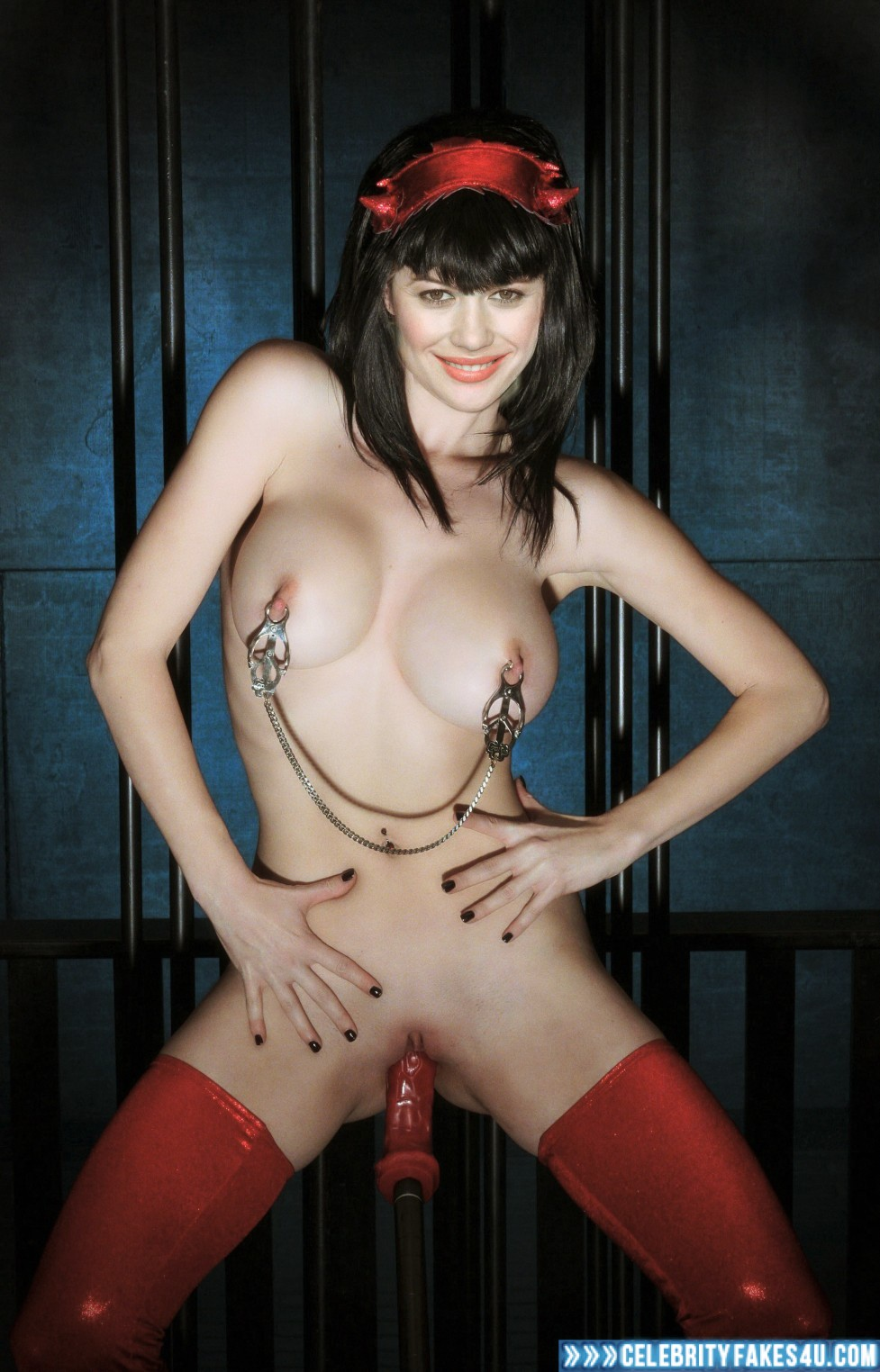 olga-kurylenko-nipples-handsome-nude-man-ever