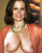 Sigourney Weaver Exposed Tits 001
