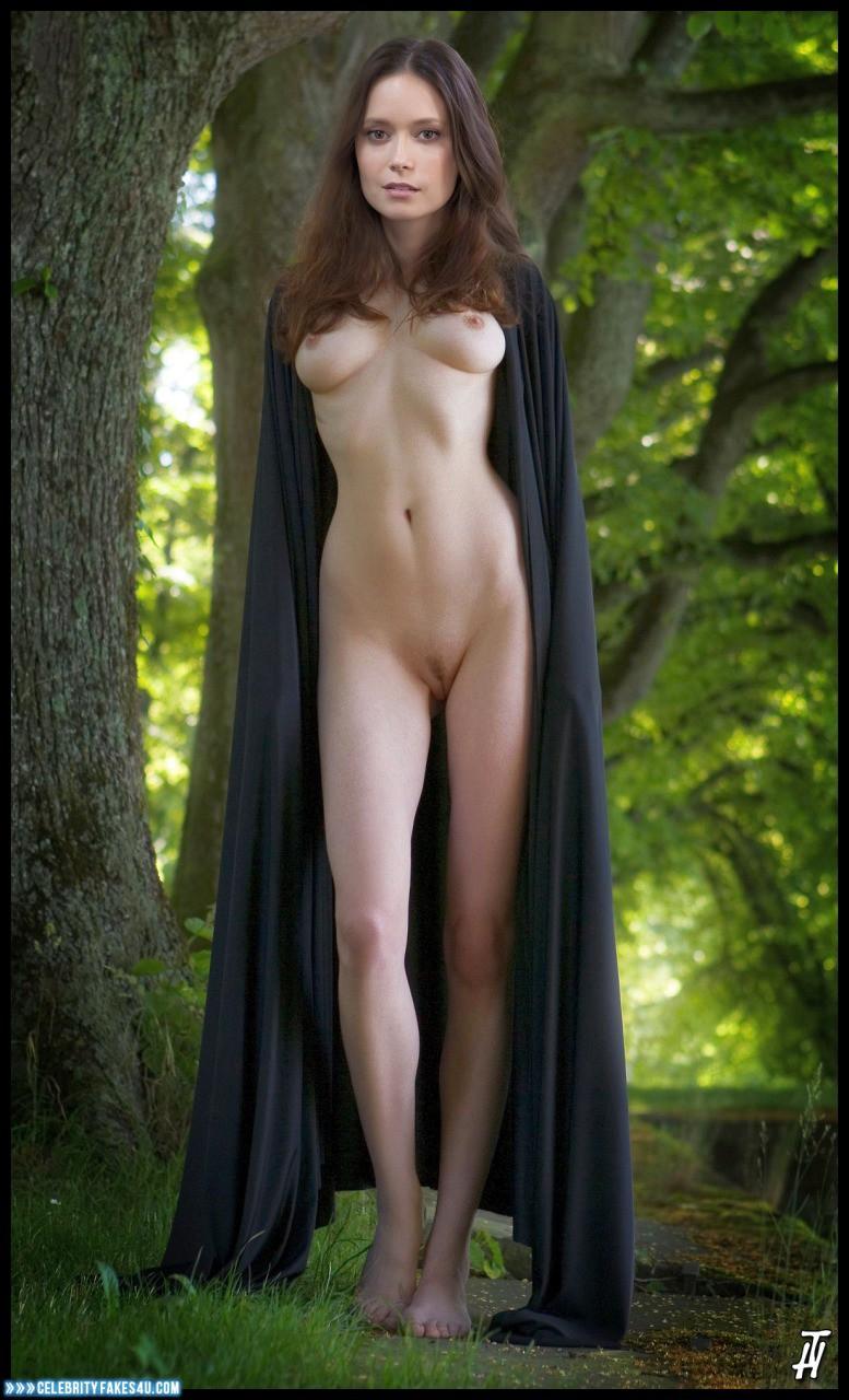 Summer glau caught nude