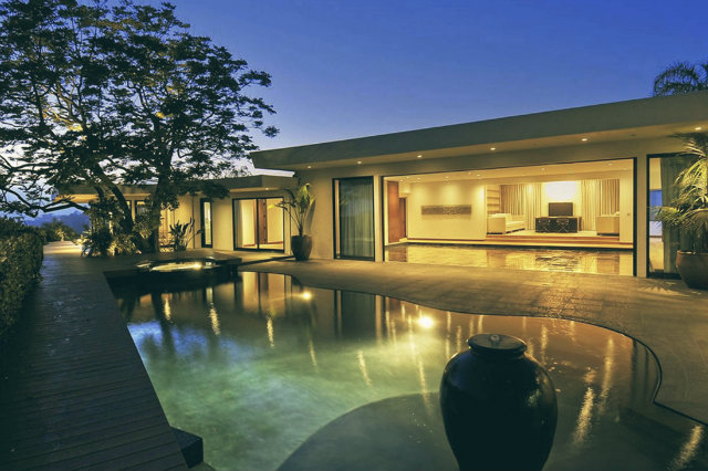 jennifer-aniston-1970s-remodel-beverly-home-for-sale-pool