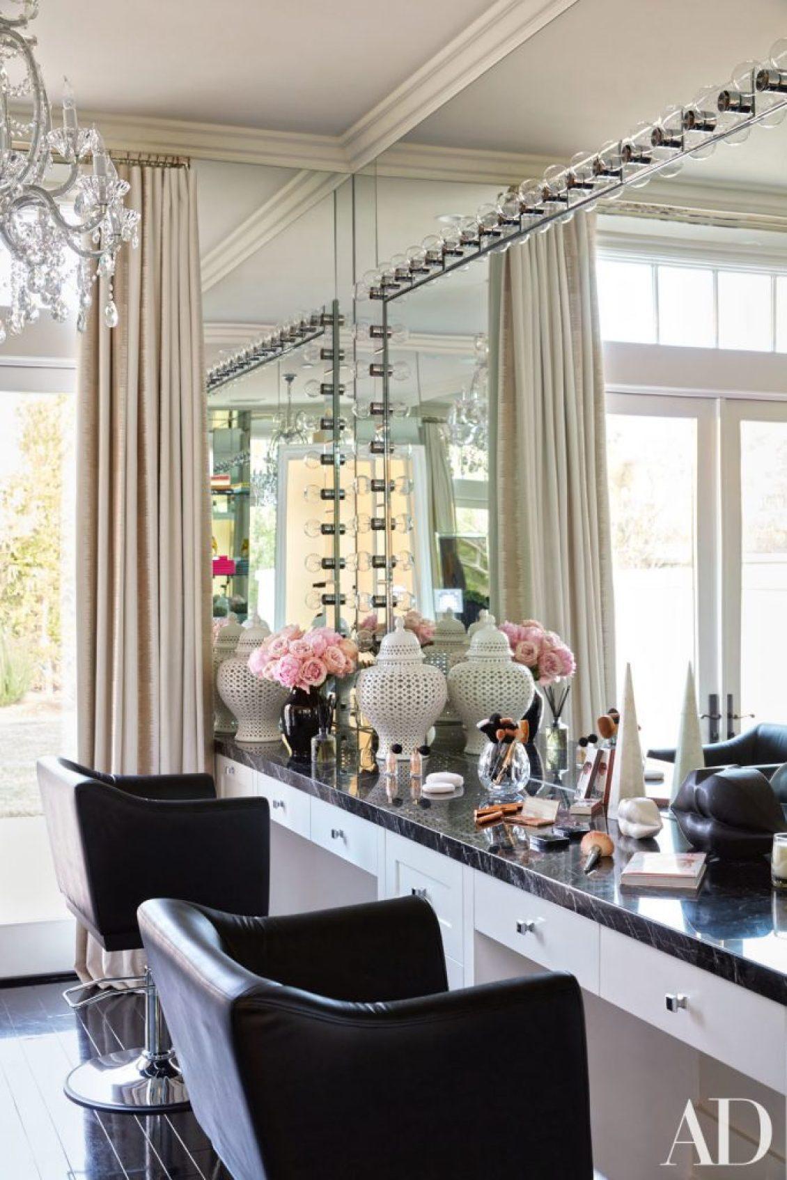 Celebrity Homes Khloé and Kourtney Kardashian Dream Homes in California (23)