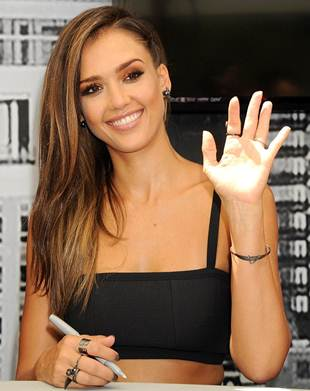Jessica Alba Biography Net worth Favorite Things Color ...