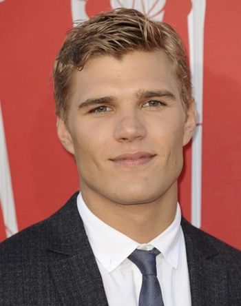 Chris Zylka Favorite Things Food Color Movie Hobbies Sports Biography
