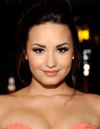 Demi Lovato Body Measurements Height Weight Shoe Bra Size Stats