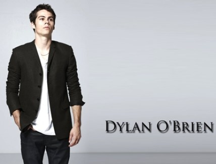 Dylan O'Brien Height Weight Shoe Size