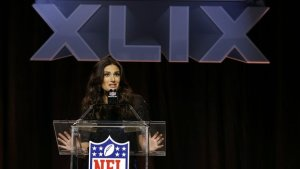 Idina Menzel Live Pre-game Super Bowl 2015 National Anthem Online Performance