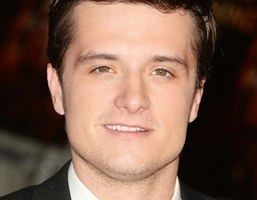 Body Measurements of Josh Hutcherson with Height Weight Shoe Size Stats