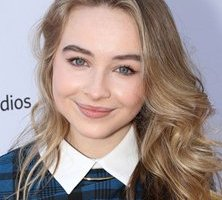 Body Measurements of Sabrina Carpenter with Bra Size Height Weight Stats