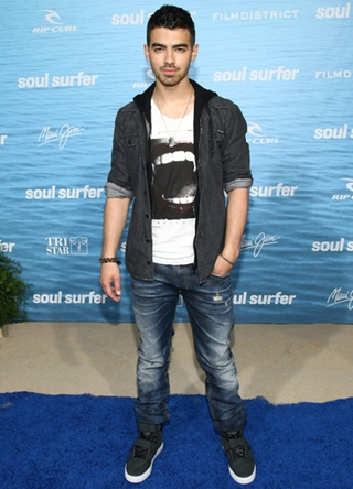 Joe Jonas Height Weight Body Shape