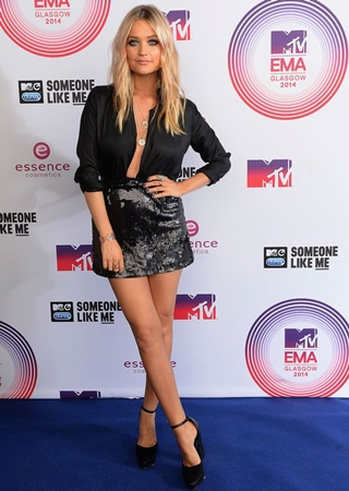 Laura Whitmore Height Weight Body Figure Shape