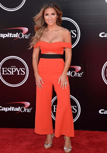 Jessie James Decker Height Weight Body Shape
