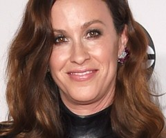 Alanis Morissette Height Weight Body Measurements Bra Shoe Size Age Facts