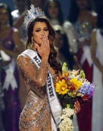 Iris Mittenaere Crowned Miss Universe 2017
