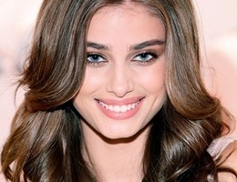 Taylor Hill Body Measurements Height Weight Bra Size Age Facts Stats Ethnicity