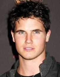 Robbie Amell Height Weight Age Body Measurements Stats Family Facts