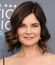 Betsy Brandt Height Weight Body Measurements Bra Size Age Facts Bio