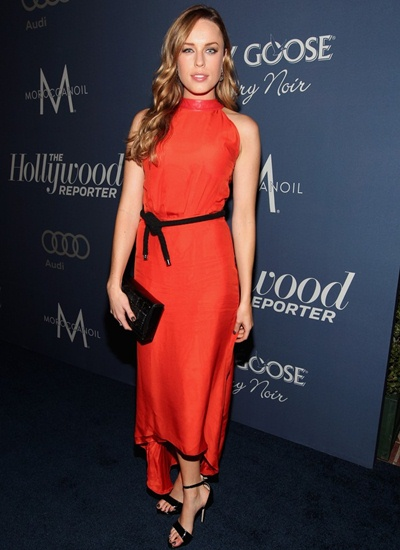 Jessica McNamee Height Weight Shoe Size