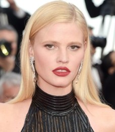 Lara Stone Height Weight Bra Size Body Measurements Age Stats Facts