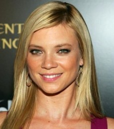 Amy Smart Height Weight Bra Size Body Measurements Age Facts Family