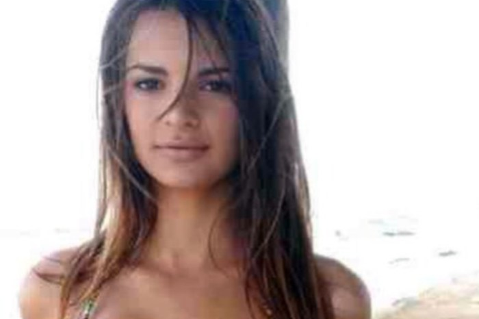 Emily Ratajkowski Shares Swimsuit Photo From When She Was 14 And Gives Advice To Young Girls