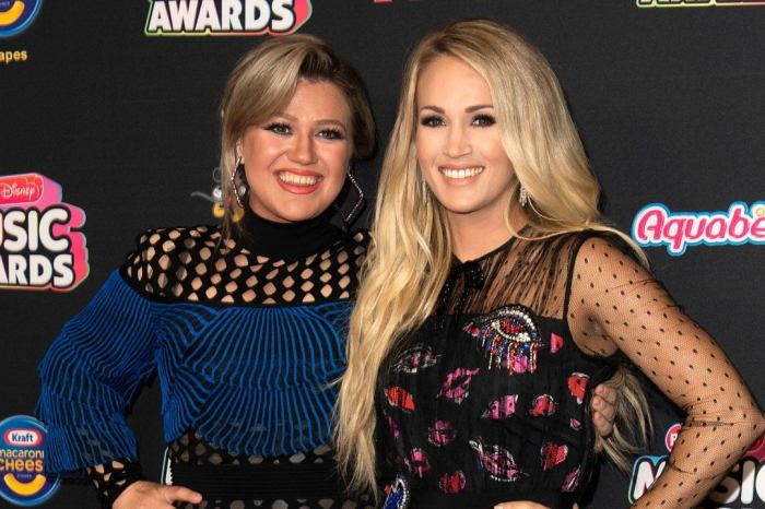 Kelly Clarkson Recalls Being Mistaken For Carrie Underwood By A Fan And Signing An Autograph As The Country Singer!