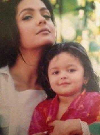 Image result for pooja bhatt and alia bhatt childhood photos