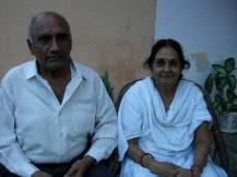 Ravishankar & his wife Krishna. They have 6 children- Divesh, Pravin Navin, Anjula, Rageev, and Sanjeev.