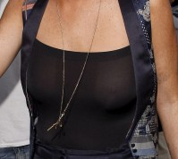 Lindsay_Lohan_at_Mr_Chows_restaurant_10