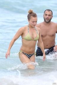 hayden_panettiere_bikini_candids_in_miami_beach_07