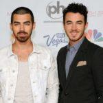 Joe Jonas with his brother Kevin Jonas