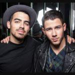 Joe Jonas with his brother Nick Jonas