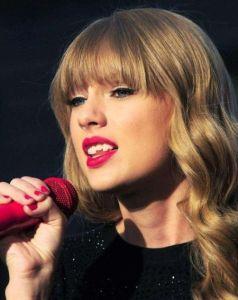 Taylor Swift Teeth Fix - Chipped Teeth, Vaneers