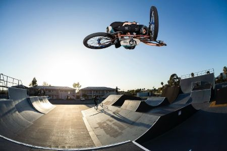 Chelsea Wolfe BMX stunt (1)