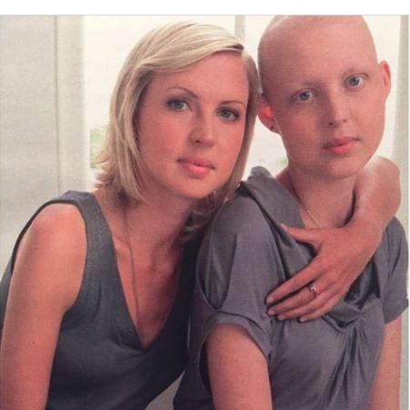 Kris Hallenga and her sister